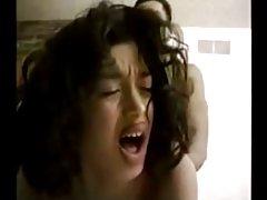 A menina na cama de bolinhas porno vidio maduro de mães