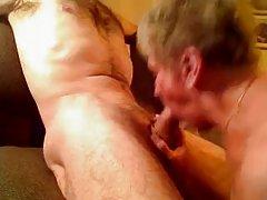 Sexy blondi e de sua saia assistir a um belo porno incesto online