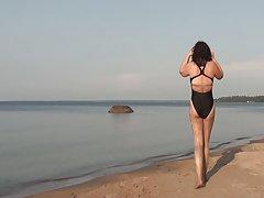 Caminhar na praia terminou apertou contra o ônibus porno