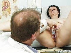 Mulher adulta fode jovem amante porno orgasmo clitoriano