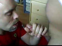 Um vídeo sobre como despir morena porno dama de vermelho