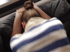 Morena e seu namorado ébrios da escola para assistir online pornô