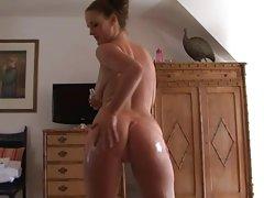 Morena, empurrando-o pênis festa de adolescentes porno