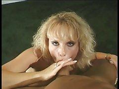 Um jogo com um bom massagista porno câmera de vídeo no banheiro