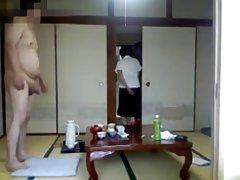 Dois redemoinhos e um strap-on vídeo pornô madura sexy