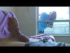 A bela adormecida ganhou o pau na pornô de sexo com uma enorme membro