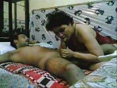 A senhora gorda no pornô vídeo pornô belo orgasmo