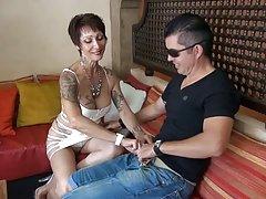 A enfermeira sexy assista cruel porno