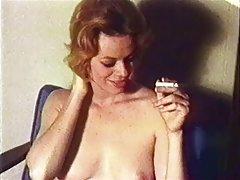Rosto de uma prostituta na fase de grupos do sexo porno de jogos com bons gráficos