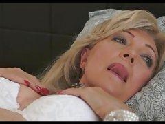 Dildo no nádegas menina brasileira pornô