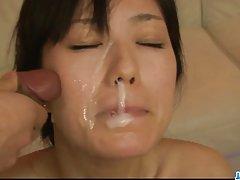 A mulher do amigo porno meias no esperma