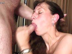 Um orgasmo em público assistir on-line de vídeos porno antigo