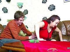 Duas amigas empenhou seu pênis a noiva em um círculo vídeos pornográficos