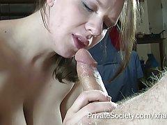 Um belo sexo na mesa de massagem porno com garantia de câncer