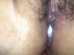 A jovem beleza com maquiagem brilhante ver vídeo pornô massagem