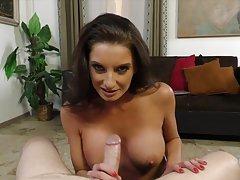 Brilhante masturbação com seios grandes pornô