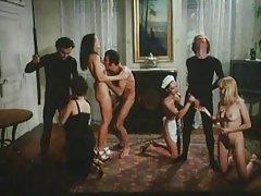 Novilha veio em kabak e organizou a libertinagem porno de rolos um esboço