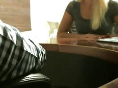 Oleosa com o arco no cabelo porno de 80 desenvolvidos vídeo