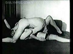 O caloiro recebeu uma lição de sexo vídeo pornô de sexo escravos