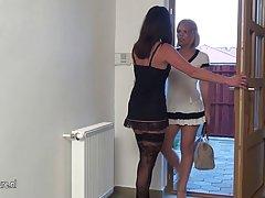 Meninas se divertem juntos eróticos on-line full comprimento