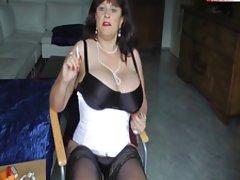 Na cadeira masturbando alemão mamãe pornô assista