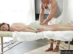 Muito quente sexo anal vídeo pornô com um amigo do marido