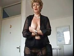 Sarah shevon com seus furos de trabalho assista a um vídeo pornô