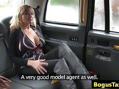 Duramente agarrando os testículos porno de mulheres maduras webcam