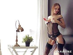 Atraente sexo para a jovem loira porno de uma mãe com a filha
