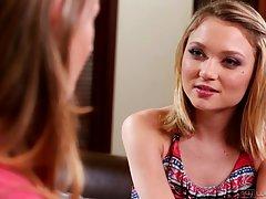 Bela vida sexual de uma jovem garota assistir porno com gemidos