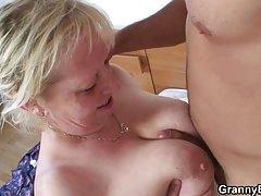 Peludo tomou membro assistir pornô de mulher levou o marido
