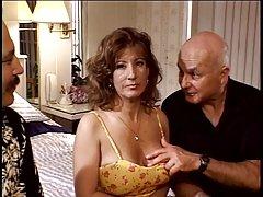 Duas prostitutas na de um cara porno com devota e mulher