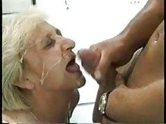 Loira sexy na vila pornô para celular baixar