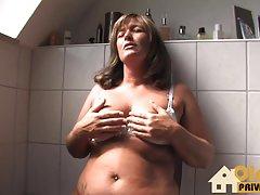 Sexo anal na piscina porno com muito grossa