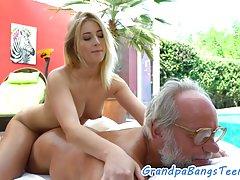 Um casal de amantes pornô assista