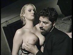 No jardim porno transei com mulher do amigo