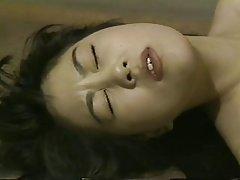 Massagista faz massagem erótica anal porno lésbico
