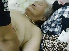 Loira mãos atadas russo porno com maduras senhoras
