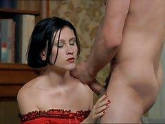 A masturbação camponês pau com a mão pornografia entre os seios