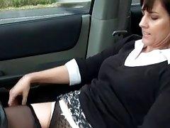 Quis brincar com brinquedos sexuais e um pau grande pornô em meias