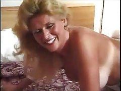 Busty sabe como melhor para difamar membro porno de lésbicas loiras