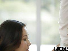 Novilha fazendo sexo na frente da câmera pornô da mamãe tv
