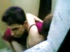 Sexo depois da massagem com óleo debaixo da saia de mulheres do pornô