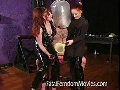 Uma mulher em um terno de negócio shalit com seu amante porno foto 240 320 online